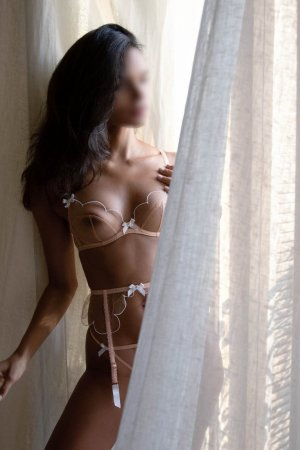 Somaya live escorts in Amherst Ohio and nuru massage