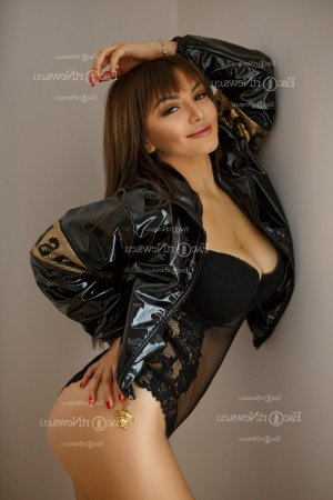 Varinka happy ending massage in Orange and escort girl